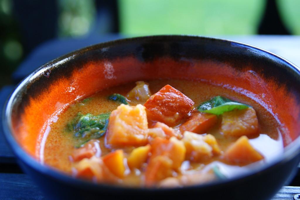 curry z batatem, dynią i szpinakiem