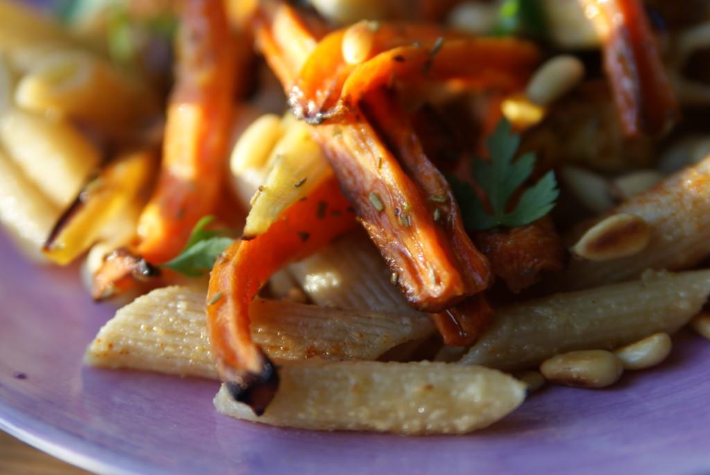 pełnoziarnisty makaron z warzywami