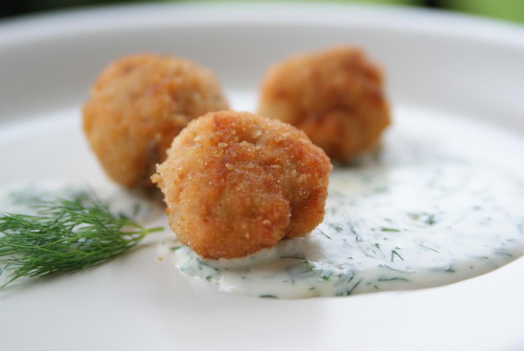 klopsiki rybne z sosem koperkowym
