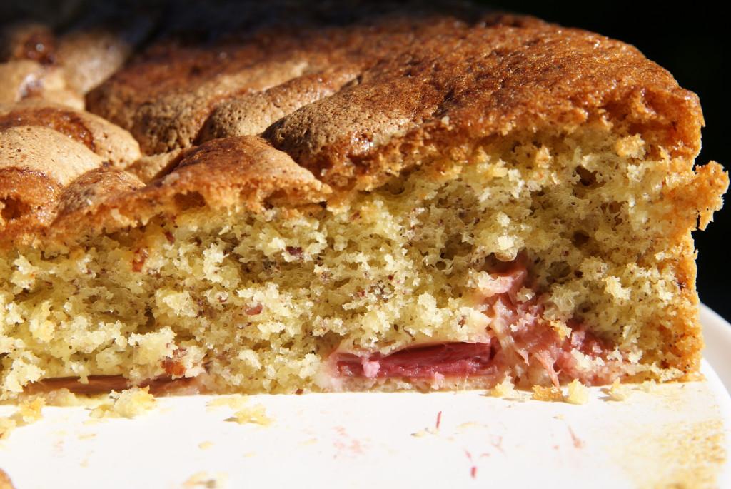 ciasto orzechowe z rabarbarem
