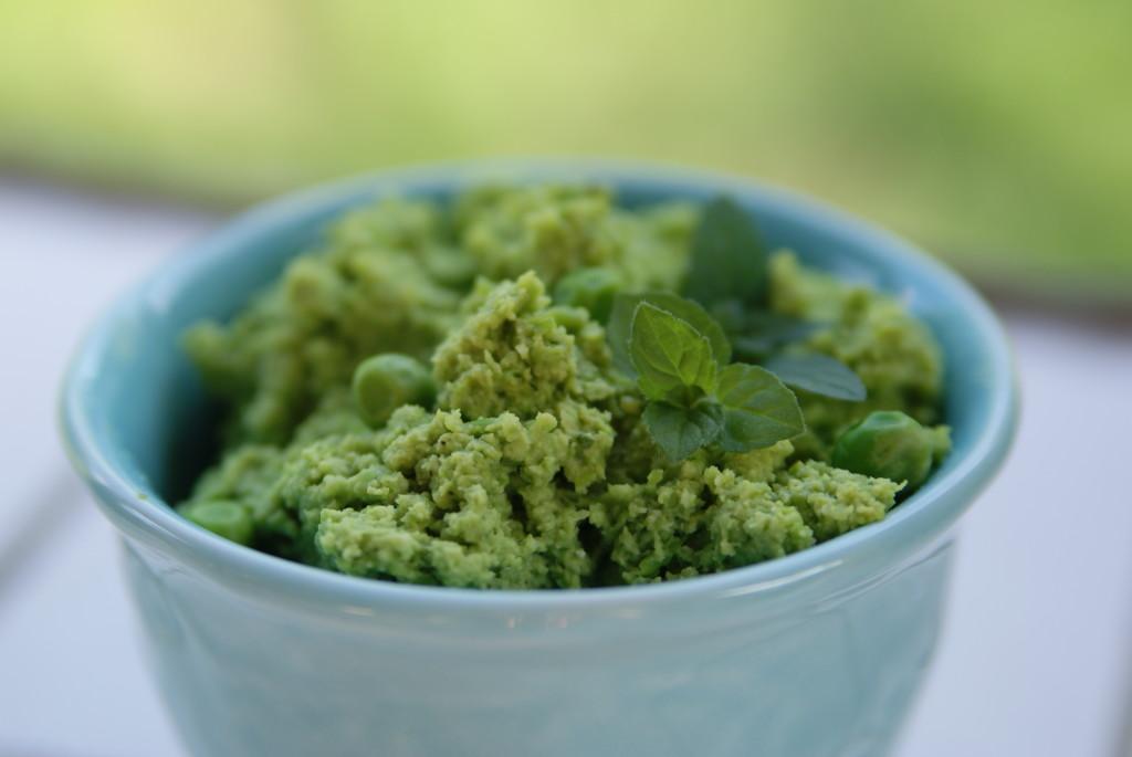 pasta z zielonego groszku i mięty