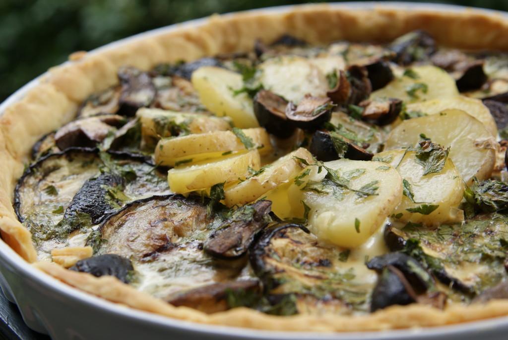 tarta z bakłażanem, ziemniakami i grzybami