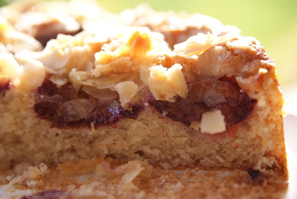 migdałowo-cytrynowe ciasto ze śliwkami