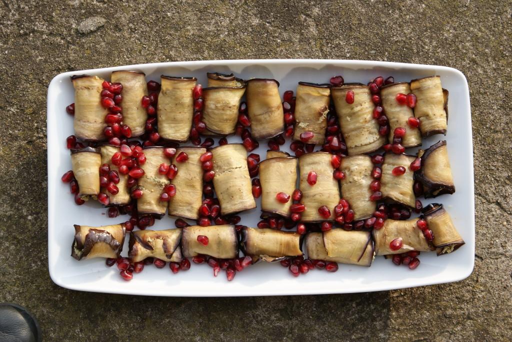 Roladki z bakłazana z pastą orzechową