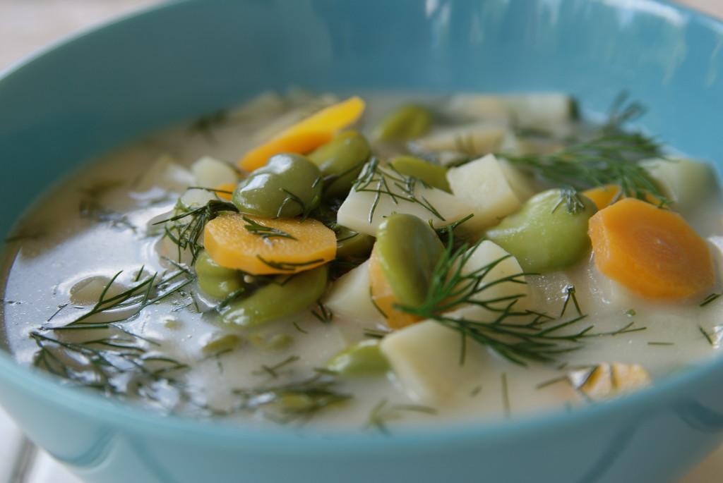 zupa z młodej włoszczyzny i bobu